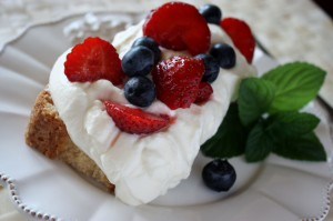summer dessert, lemon curd trifle, berries