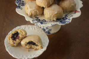 Polish Yeast Buns with Blueberries (Jagodzianki) #polishrecipe #polishfood #summerrecipe #polishhousewife PolishHousewie.com